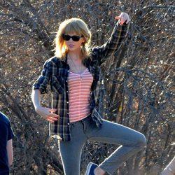 Taylor Swift durante el rodaje de su nuevo videoclip, 'I Knew You Were Trouble'