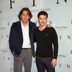 Antonio Garrido y Miquel Fernández en el photocall de 'Fin' en Madrid