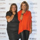 Caritina Goyanes y Cari Lapique en la presentación de una pulsera solidaria