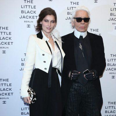 Laetitia Casta y Karl Lagerfeld rinden homenaje a la chaqueta negra de Chanel