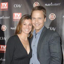 Chad Lowe y su mujer Kim posando en un photocall