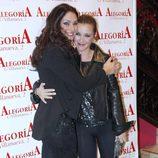 Celia Flores con su hermana María Esteve en la presentación de su disco 'En una calle blanca'