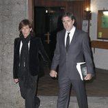 Emilio Aragón y Aruca Fernández-Vega en el funeral de Miliki