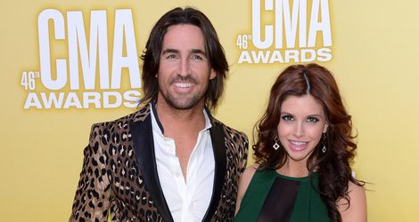 Jake Owen y su mujer embarazada en el photocall de la 46º CMA Awards 2012