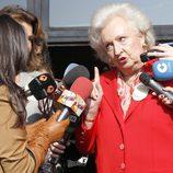 La Infanta Pilar recrimina a Aída Nizar en la inauguración del Rastrillo 2012
