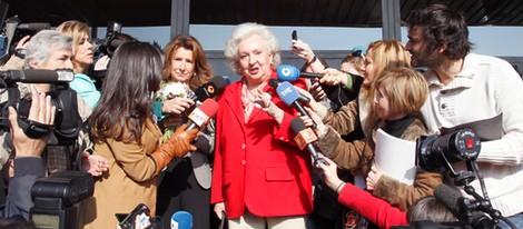 La Infanta Pilar, acosada por la prensa en la inauguración del Rastrillo 2012
