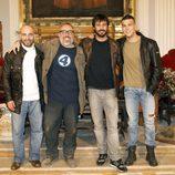 Álex de la Iglesia con Hugo Silva y Mario Casas en el rodaje de 'Las brujas de Zugarramurdi'