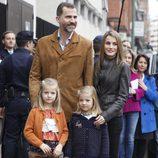 Los Príncipes Felipe y Letizia visitan al Rey con Leonor y Sofía