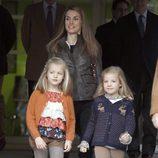 La Princesa Letizia y las Infantas Leonor y Sofía visitan al Rey tras su operación de cadera izquierda