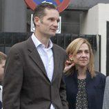La Infanta Cristina e Iñaki Urdangarín visitan al Rey tras su operación de cadera