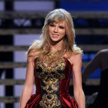 Taylor Swift durante su actuación en American Music Awards
