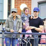 Halle Berry con su hija disfrazada y su novio Olivier Martínez