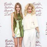 Cara Delevingne y Rita Ora en los British Fashion Awards 2012