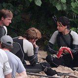Sam Claflin, Jennifer Lawrence y Josh Hutcherson comen pescado en 'Los Juegos del Hambre: En llamas'