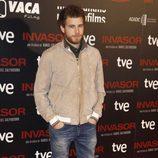 Álvaro Cervantes en el estreno de 'Invasor' en Madrid