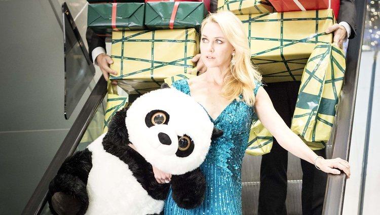 Naomi Watts en una imagen del spot de Navidad 2012 de El Corte Inglés