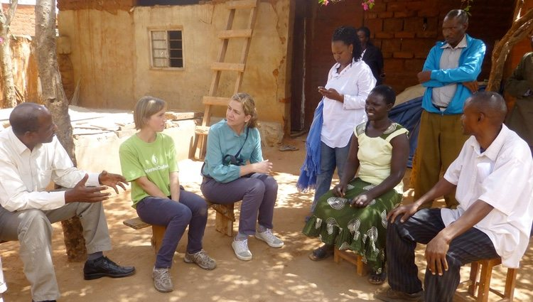 La Infanta Cristina visita los proyectos de la Fundación La Caixa en Tanzania