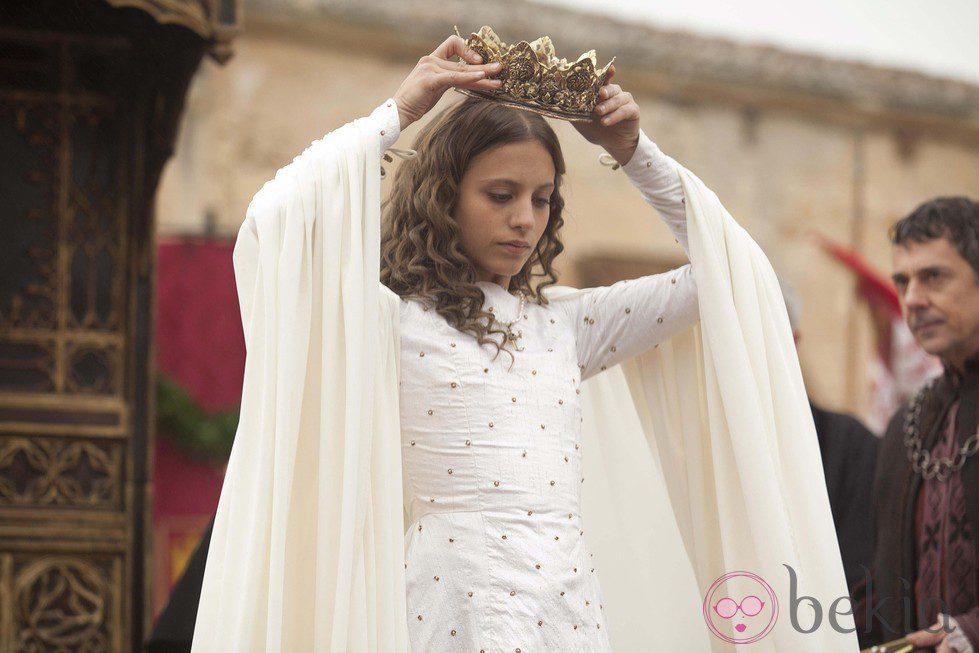 Michelle Jenner en la coronación de la serie 'Isabel'