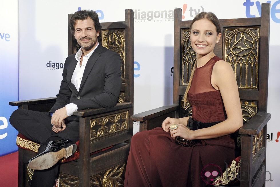 Michelle Jenner y Rodolfo Sancho celebran el último capítulo de la primera temporada de 'Isabel'