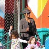 Halle Berry recoge a su hija Nahla Aubry del colegio