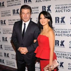 Alec Baldwin y su mujer Hilaria Thomas en la gala RFK 2012 en Nueva York
