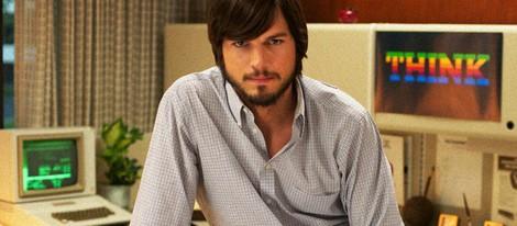 Ashton Kutcher posa como Steve Jobs en 'JOBS'