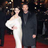 Anne Hathaway y Hugh Jackman en el estreno de 'Los Miserables' en Londres