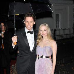 Eddie Redmayne y Amanda Seyfried en los Military Awards 2012