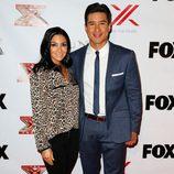 Mario Lopez y Courtney Laine Mazza en una fiesta de 'The X Factor'