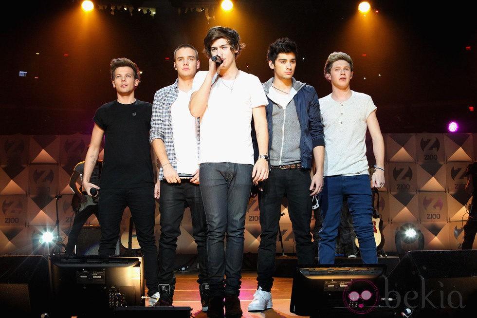 One Direction durante su actuación en el Jingle Ball 2012