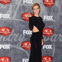 Carmen Electra posando en los American Country Awards 2012