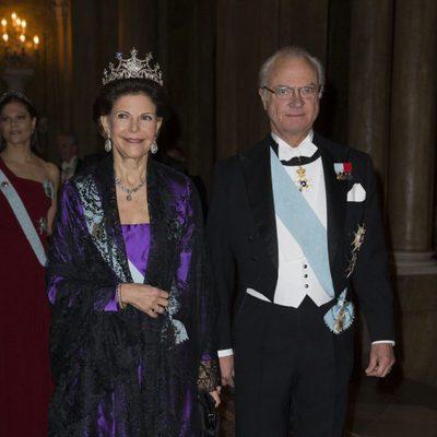 Los Reyes Carlos Gustavo y Silvia de Suecia en la cena de los Nobel 2012
