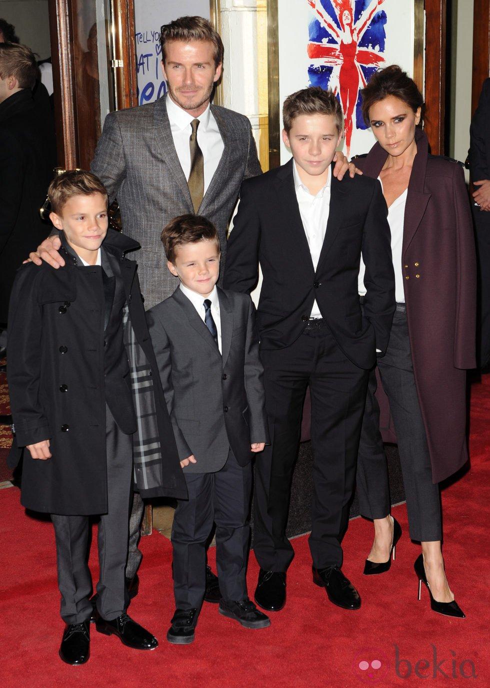 La familia Beckham en el estreno del musical 'Viva Forever!'