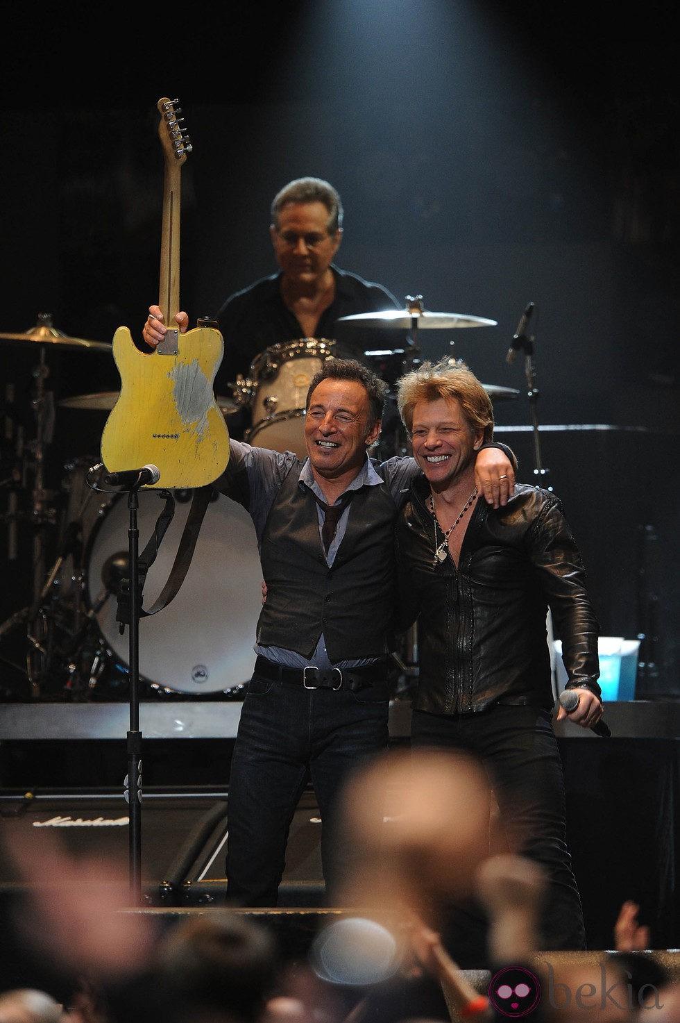 Jon Bon Jovi y Bruce Springsteen en el concierto a favor de las víctimas del huracán Sandy