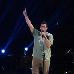 Adam Sandler en el concierto a favor de las víctimas del huracán Sandy