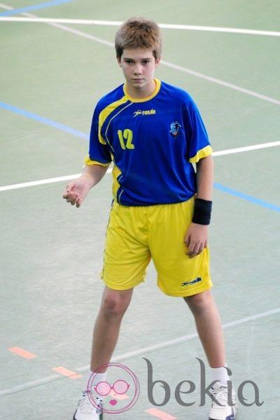 Juan Urdangarín jugando un partido de balonmano