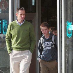 Iñaki Urdangarín y su hijo Juan a la salida de un partido de balonmano