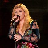 Kelly Clarkson actuando en la gala VH1 Divas 2012