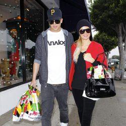 Paris Hilton y River Viiperi de compras navideñas