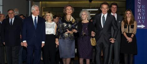 La Reina, Alfonso Díez, la Duquesa de Alba y sus hijos y Genoveva Casanova en la exposición 'El Legado Casa de Alba'