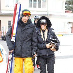 River Viiperi y Paris Hilton esquiando en Aspe, Colorado