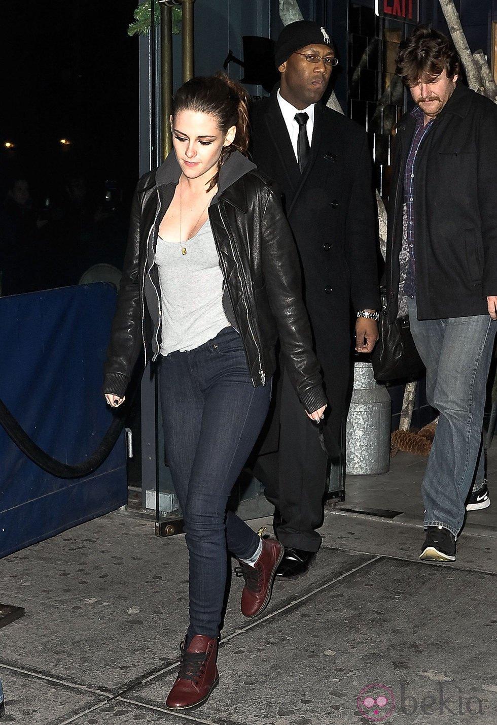 Kristen Stewart saliendo de Abe & Arthur's