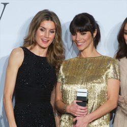 La Princesa Letizia y Maribel Verdú en los Premios Mujer Hoy 2012