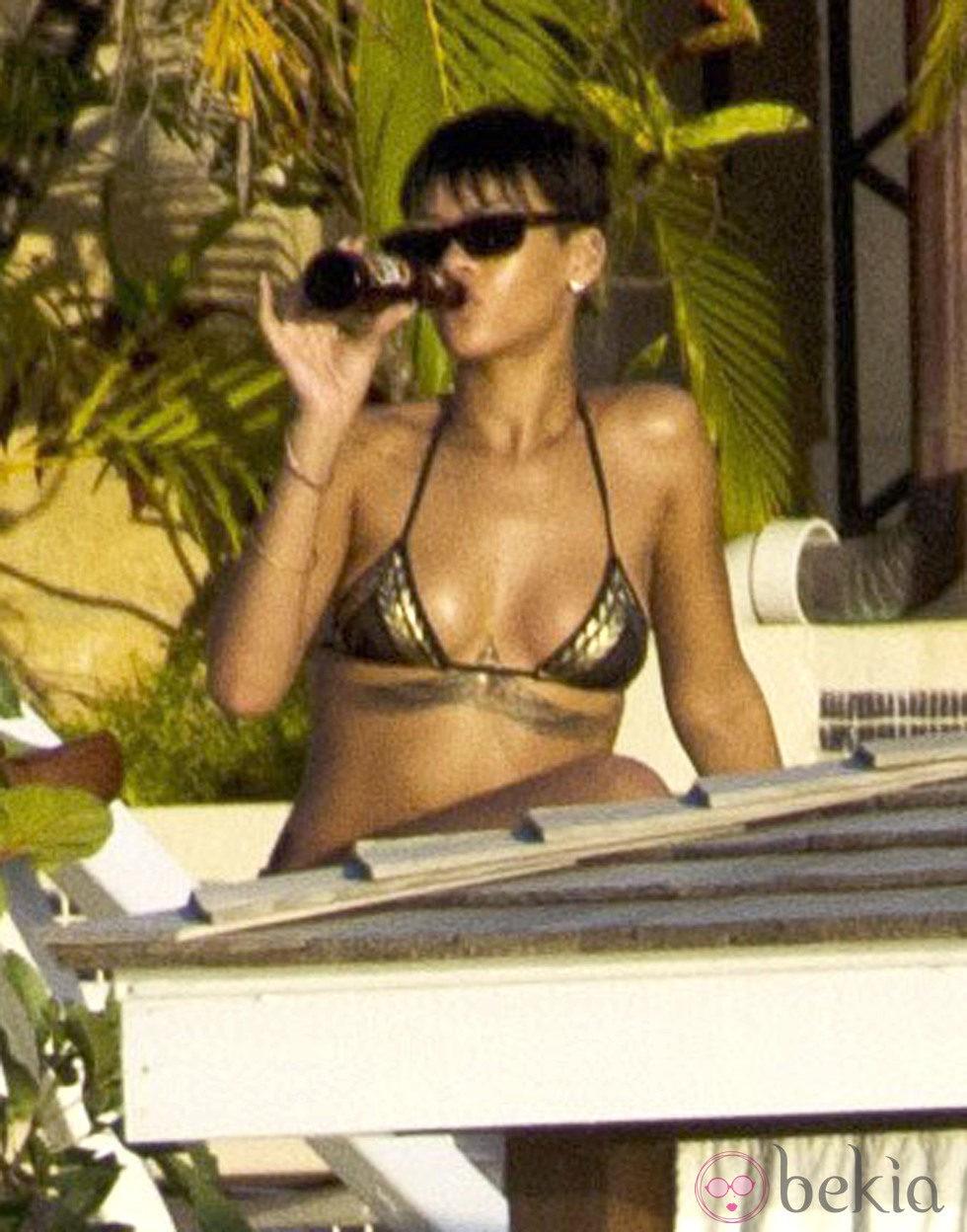 Rihanna se relaja en Barbados