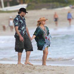 Jessica Simpson pasea por Hawai con Eric Johnson tras confirmar su segundo embarazo