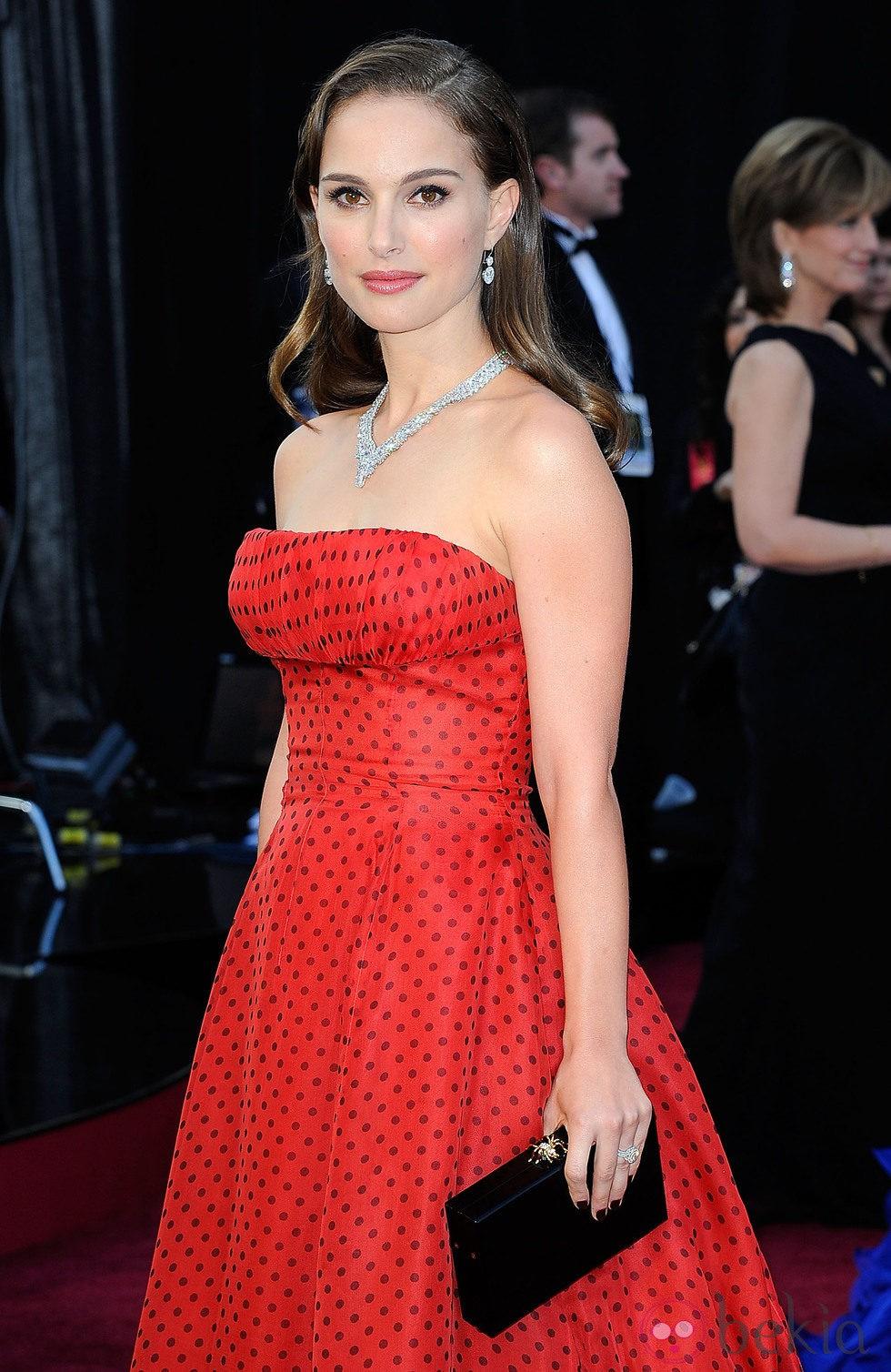 Natalie Portman en la llegada a la gala de los Oscar 2012