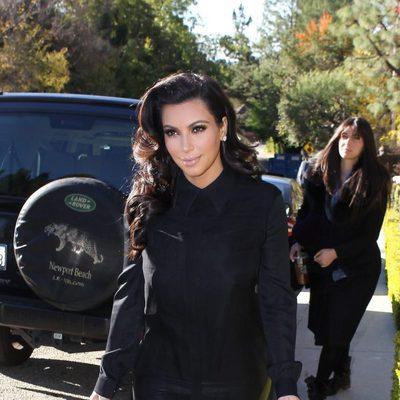 Kim Kardashian sale de su casa días antes de confirmar su embarazo