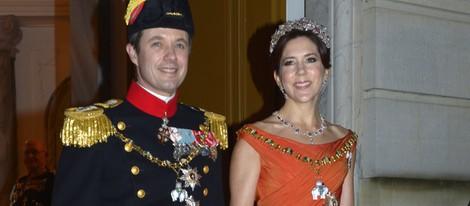 Federico y Mary de Dinamarca en la cena de gala de Año Nuevo
