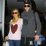 River Viiperi y Paris Hilton vuelven de sus vacaciones a Los Ángeles