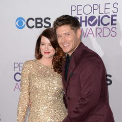Jensen Ackles y Danneel Harris presumen de embarazo en los People's Choice Awards 2013
